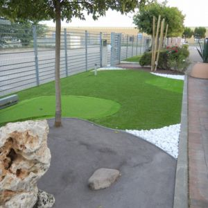Giardini con aiuole amazing decorare il giardino con i for Bordi per aiuole da giardino