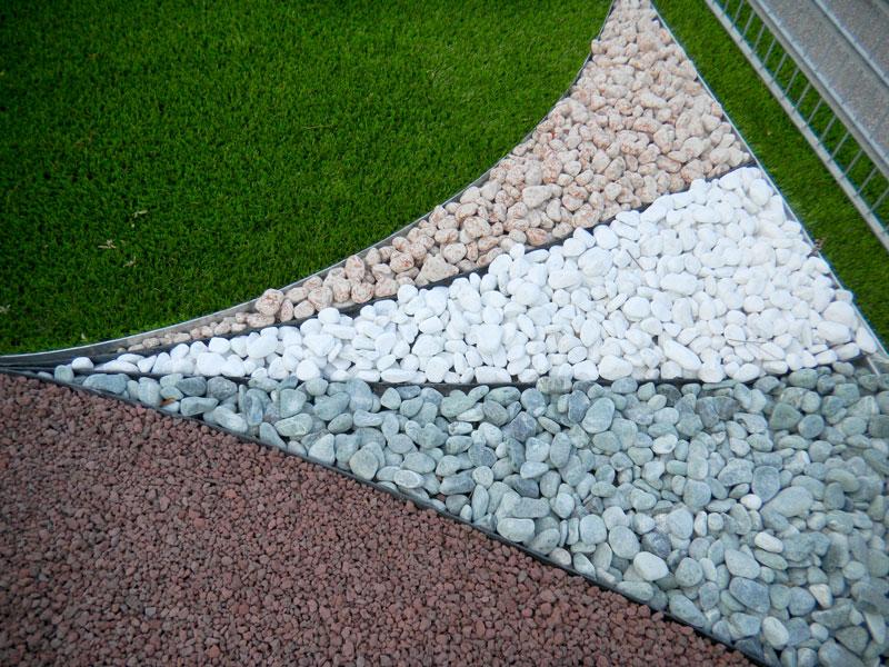 Prato sintetico per giardini aziendali con bordi per le for Cordoli per giardino